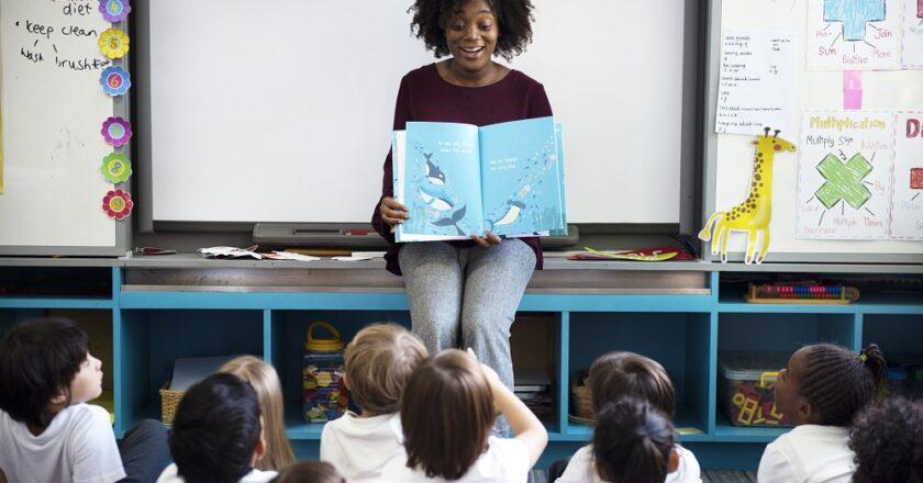 Quantas horas por dia trabalha um pedagogo?